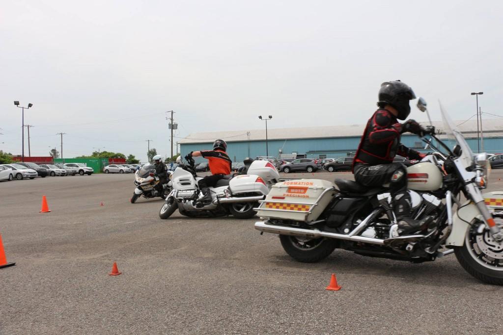 Danny et Daniel de MotoPrécisinon s'amusent avec l'Unité de précision de la SQ de Québec